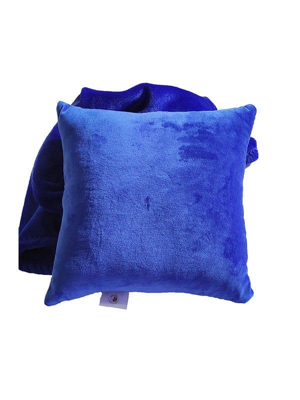 personalizirani-tamno-plavi-jastuk-od-pliša-s-dekicom-od-flanela